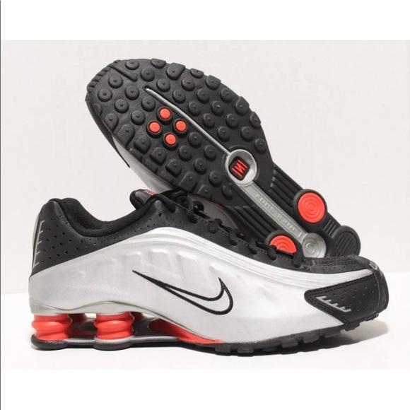 Nike Shox R4 Running Shoes Orange Black Silver Metallic 104265-065 Size 10